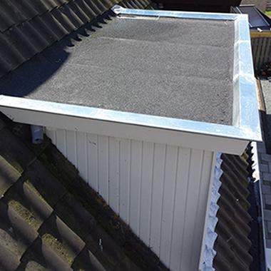 P.M. Sikking Loodgietersbedrijf – Dakbedekking – Aanbrengen dakbedekking, zowel bitumen als kunststof (EPDM).